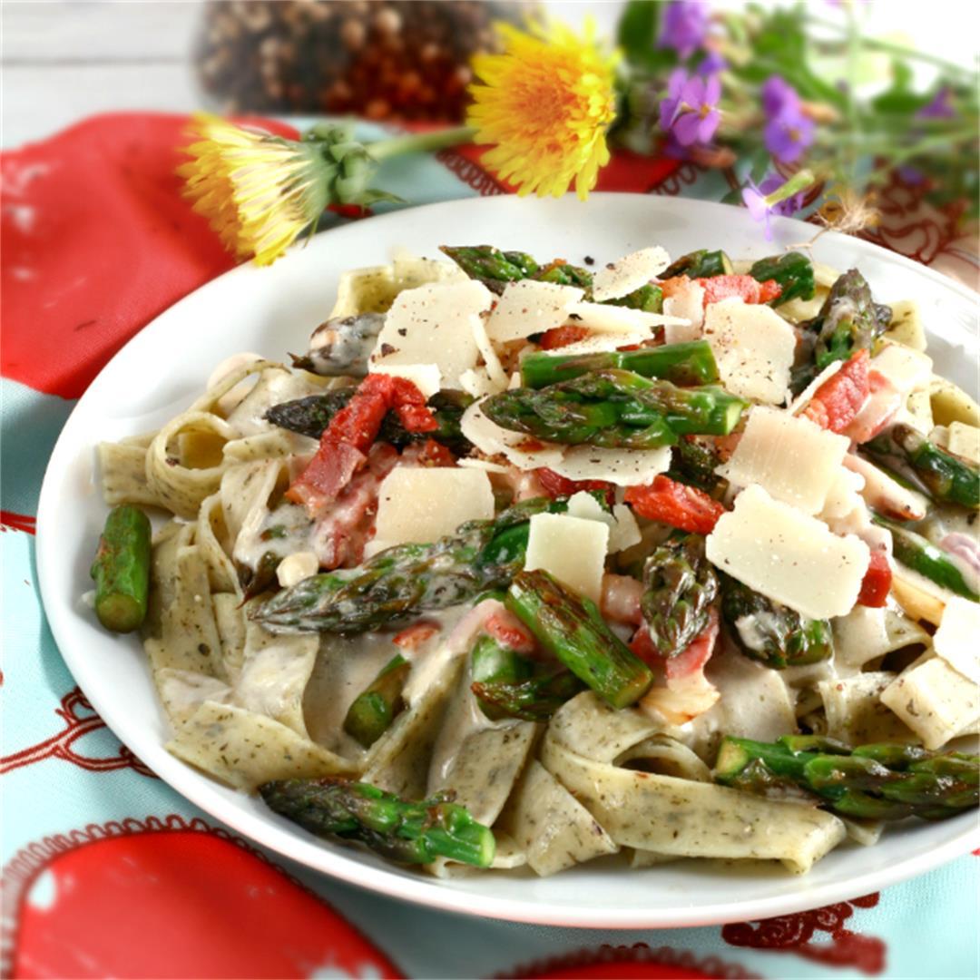 Creamy Garlic Asparagus Pasta