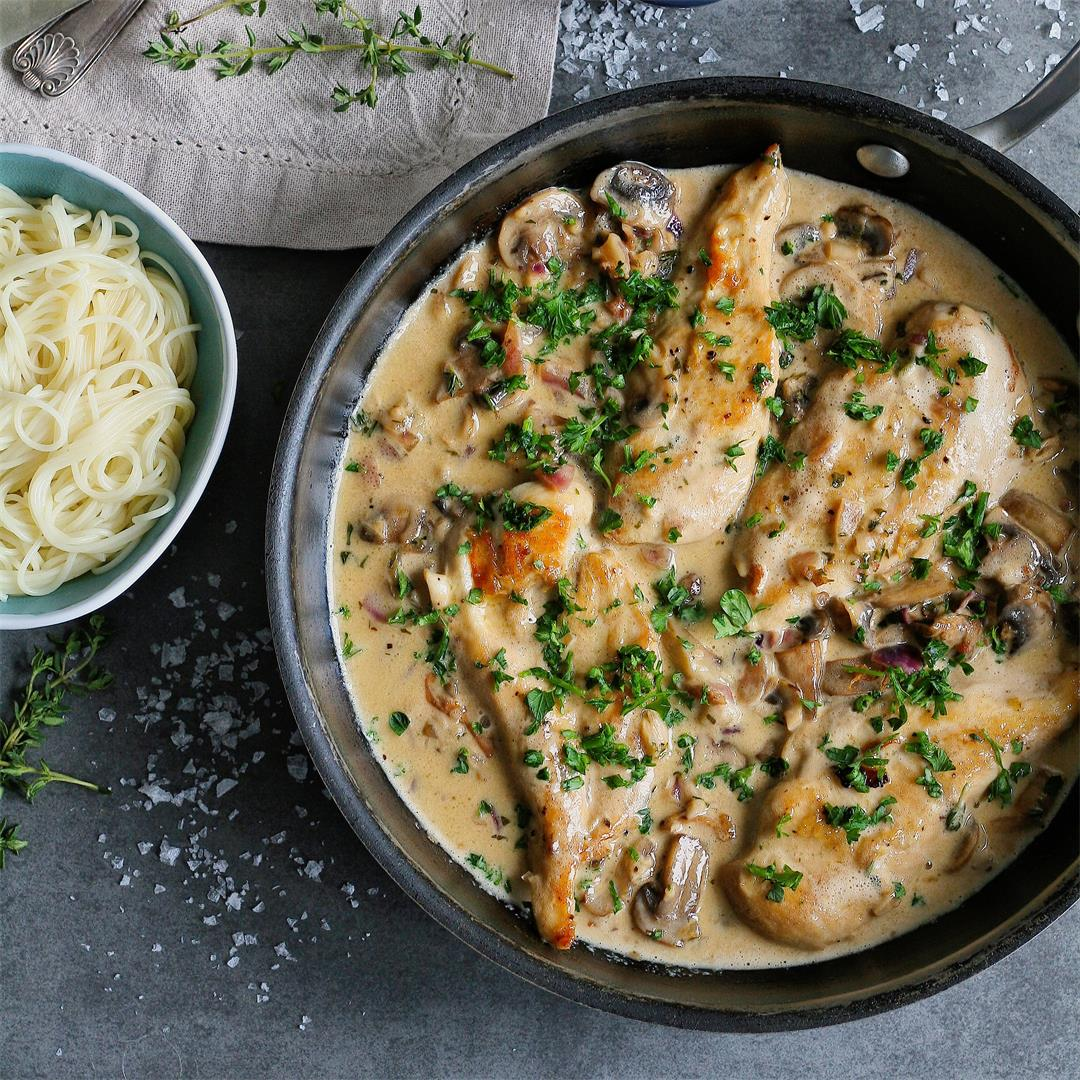 Chicken in white wine sauce with mushrooms and herbs