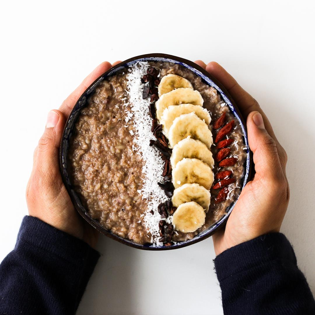 vegan and gluten-free banana and chocolate oatmeal (porridge)