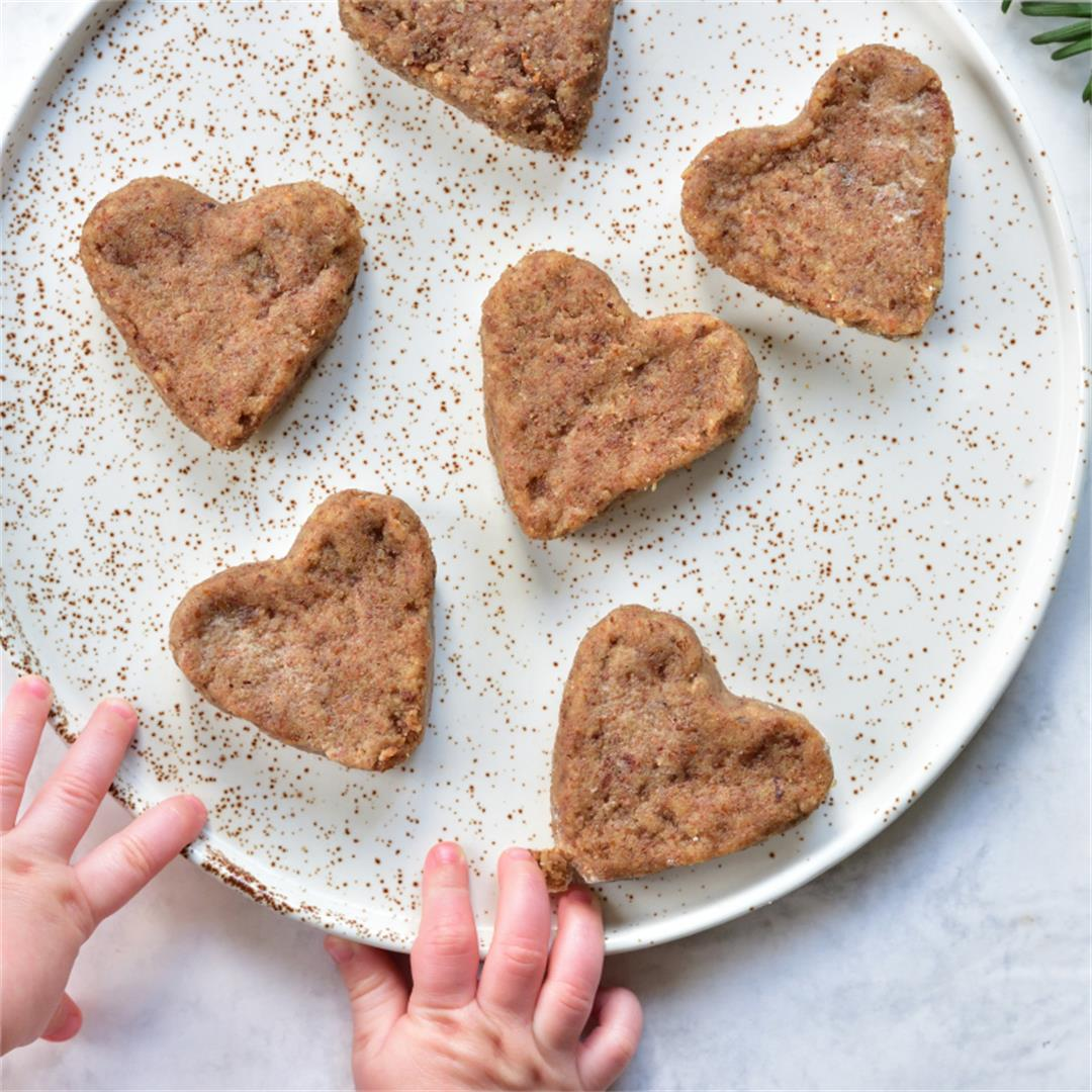 Soft gingerbread cookies for a baby (sugar-free and flour-free)