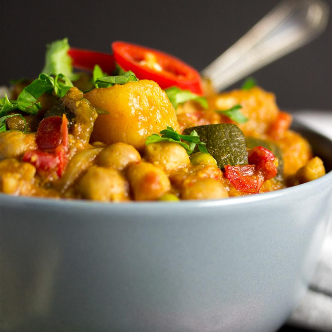 CRAZY Easy Slow Cooker Vegetable Curry