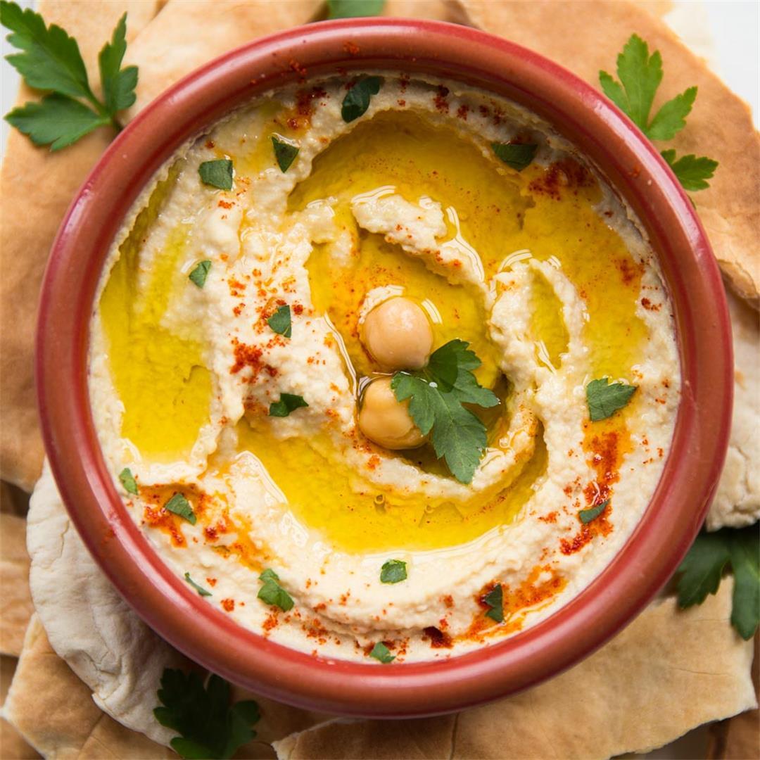 Easy Homemade Hummus with Tahini