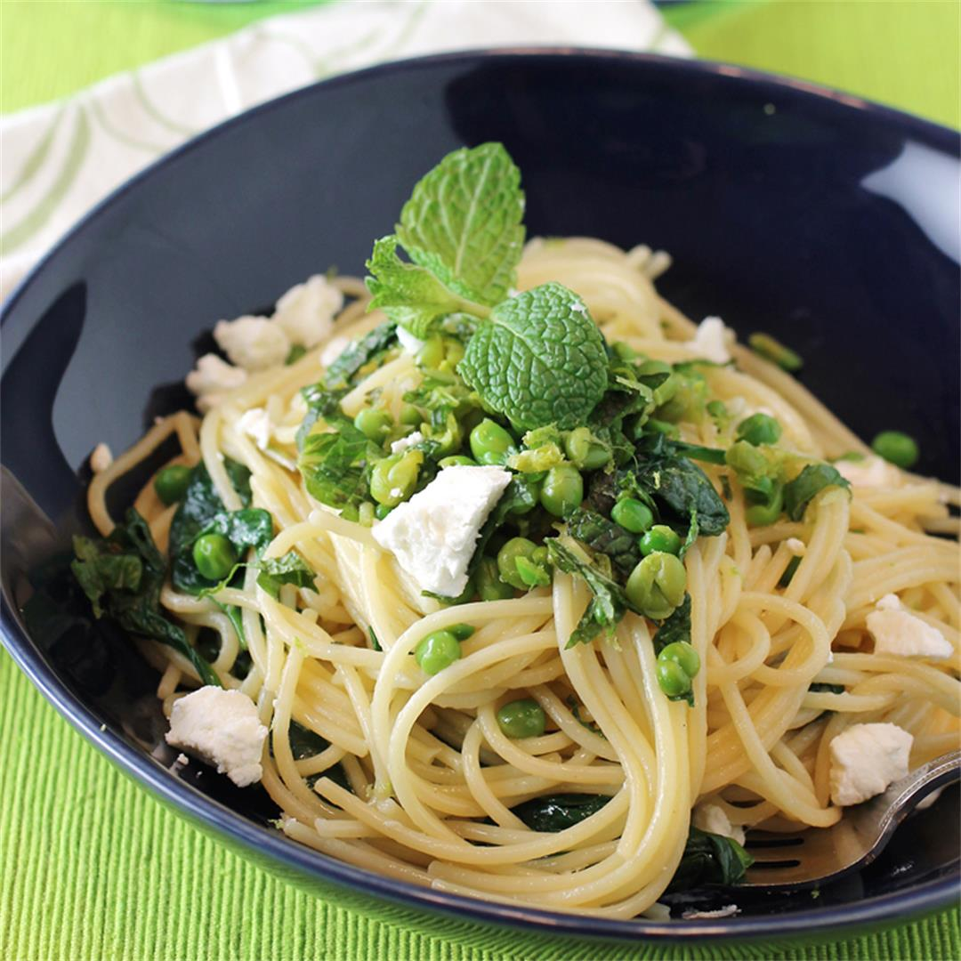 Spaghetti with peas, goat cheese and duck fat