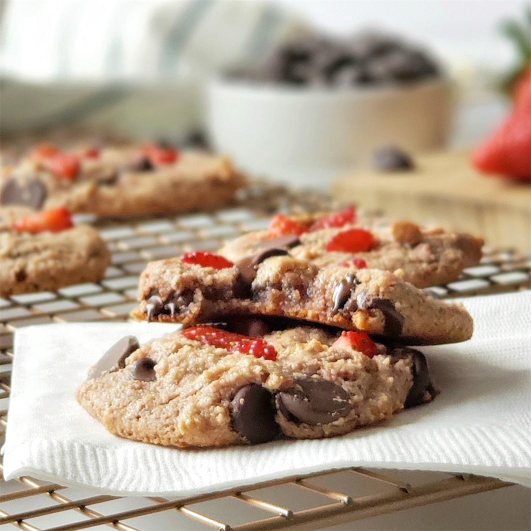 Strawberry Chocolate Chip Cookies - Paleo & Vegan