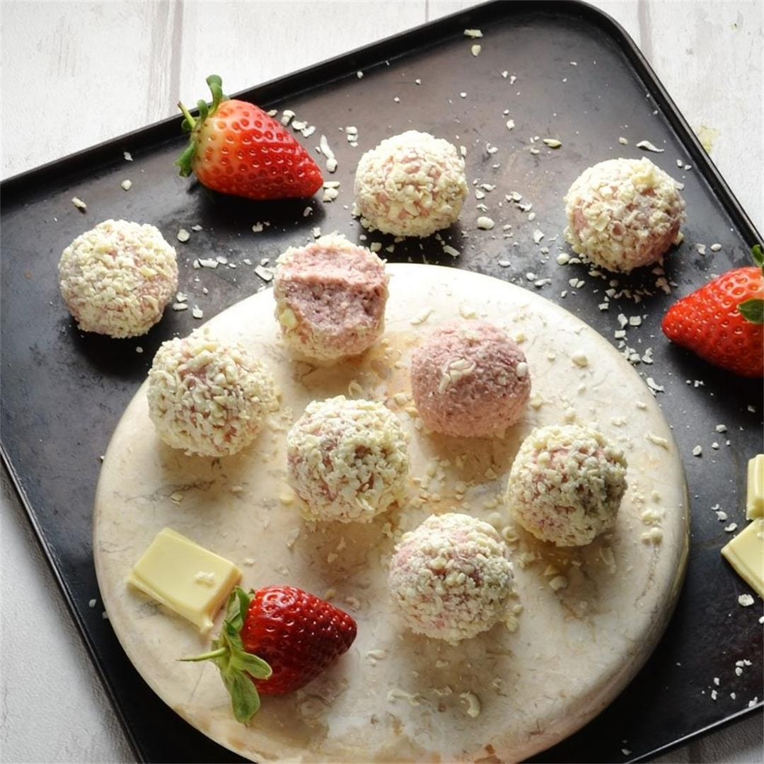 Healthy Strawberry Cheesecake Bites with White Chocolate