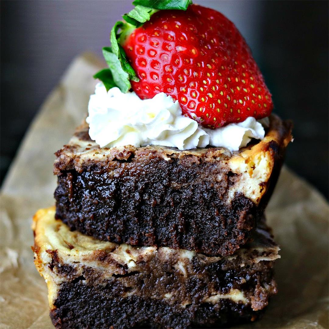 Easy Keto Cheesecake Brownies