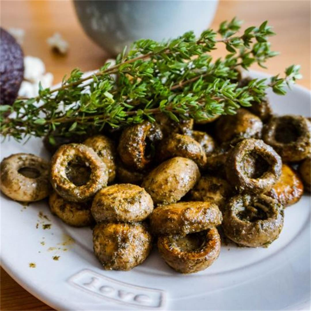 Mediterranean mushrooms with herbs and garlic