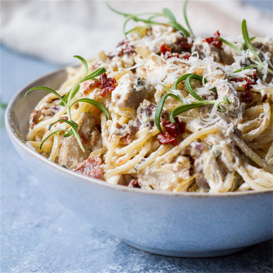 Easy Rosemary Sun Dried Tomato Pasta with Chicken