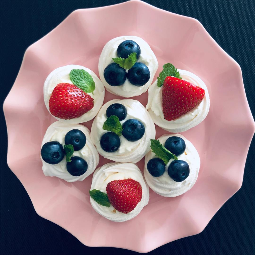 Mini Meringues with Berries and Cream