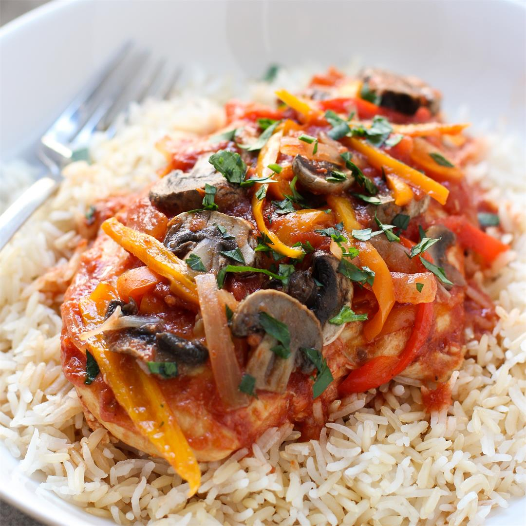 Slow Cooker Chicken in Tomato and Herb Sauce