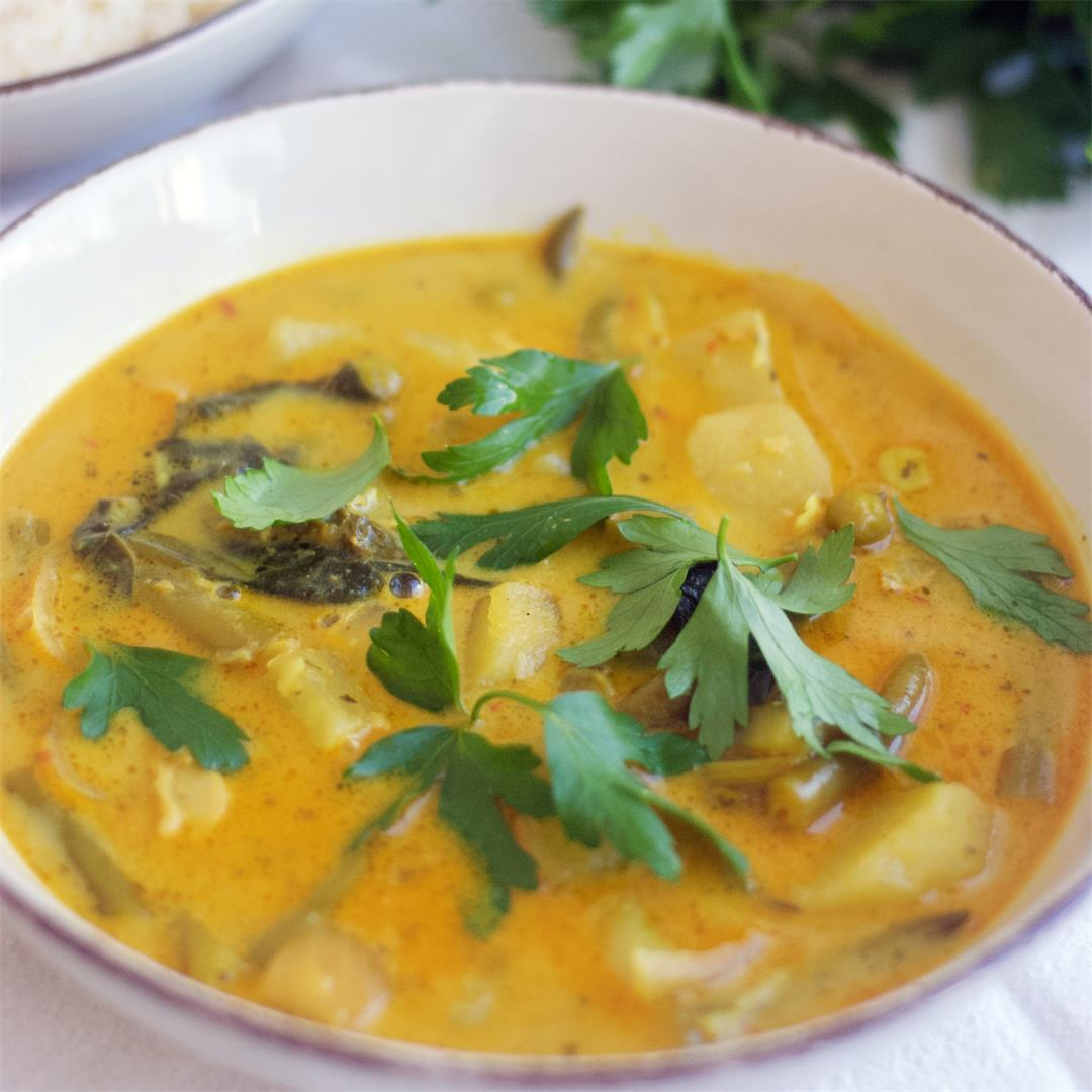 South Asian Coconut Curry With Potatoes And Green Beans