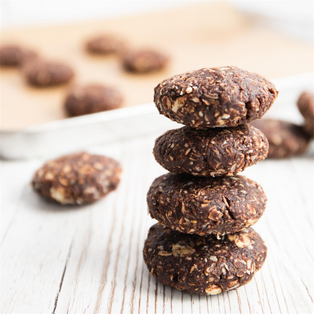 Healthy No-Bake Chocolate Oatmeal Cookies with Coconut