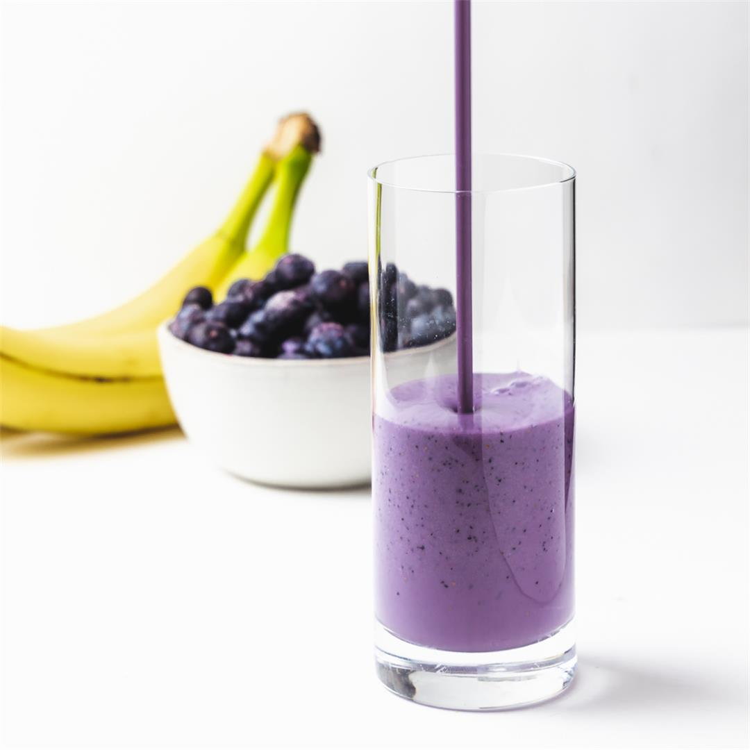 Blueberry Almond Yogurt Smoothie