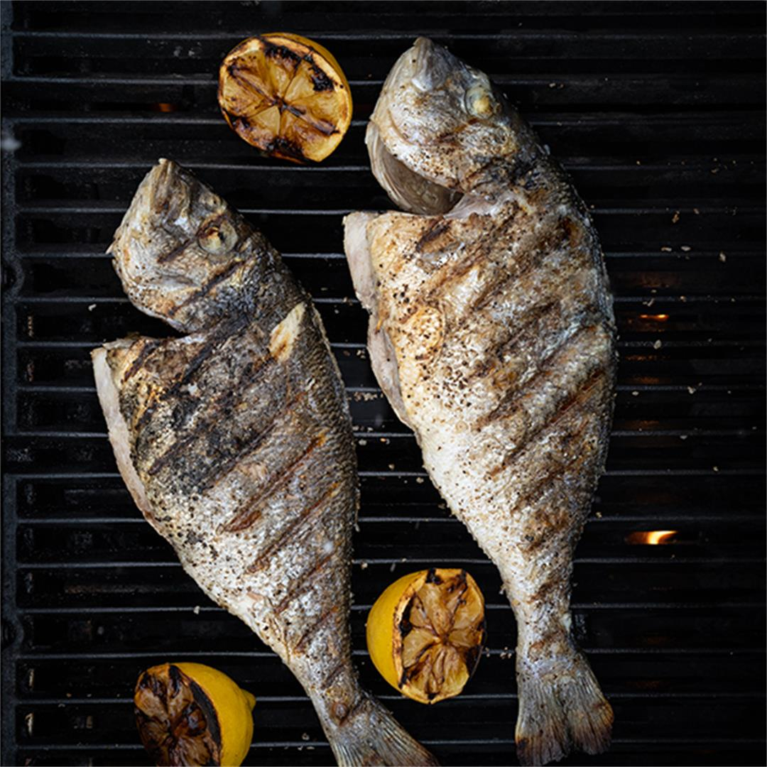Easy sea bream on the grill (sargo)