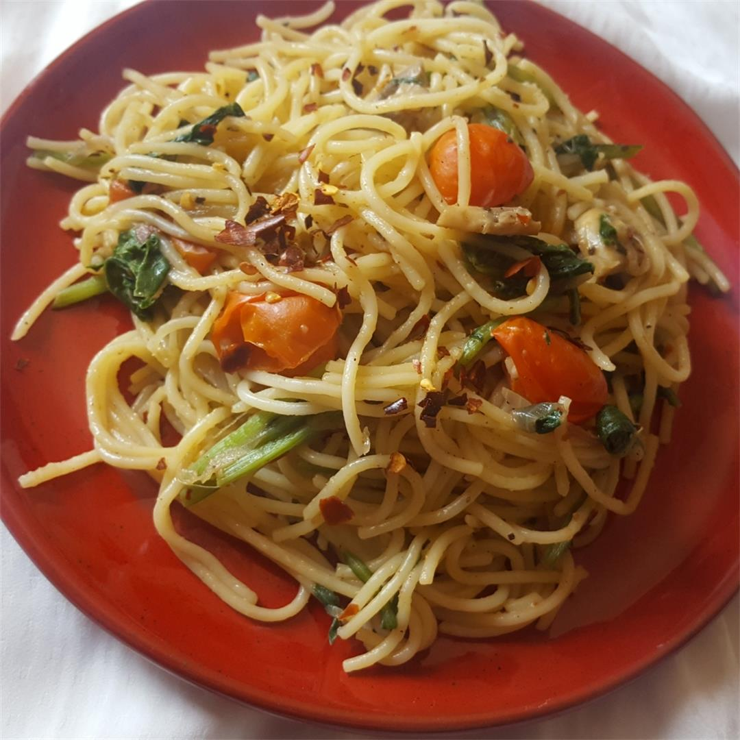 Vegan Pasta with spinach, mushrooms and Broccoli