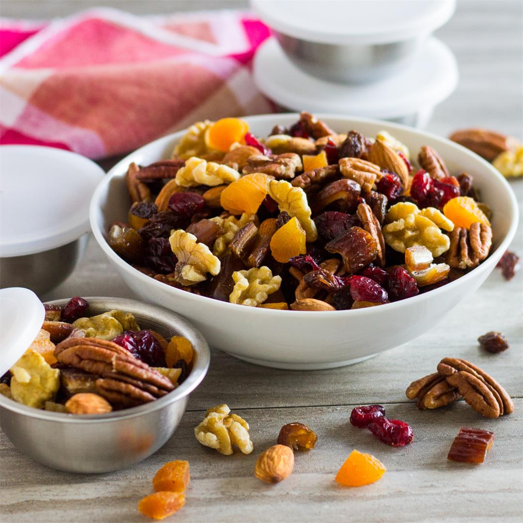 This Trail Mix with Fruit and Nuts is Quick and Easy