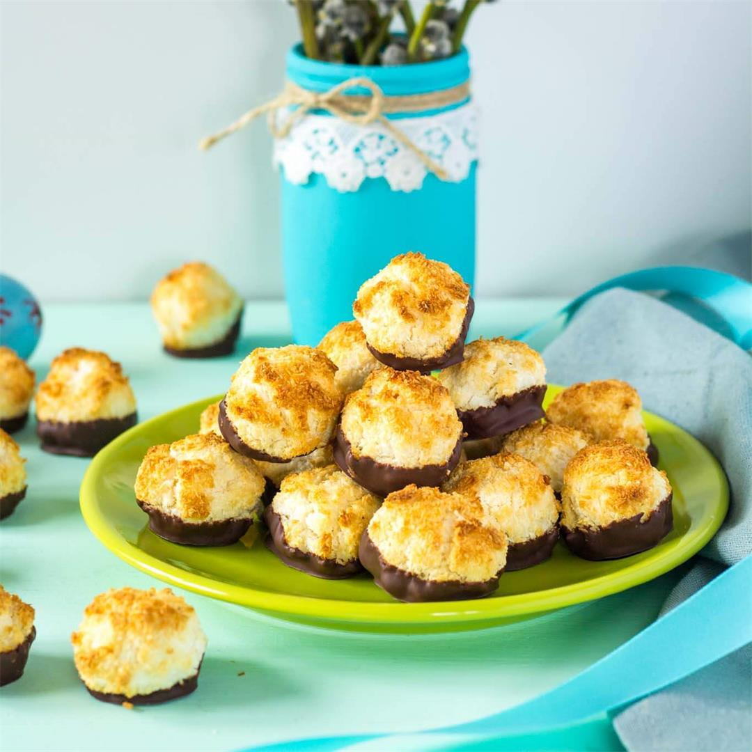 Coconut Macaroons with Egg Whites and Condensed Milk