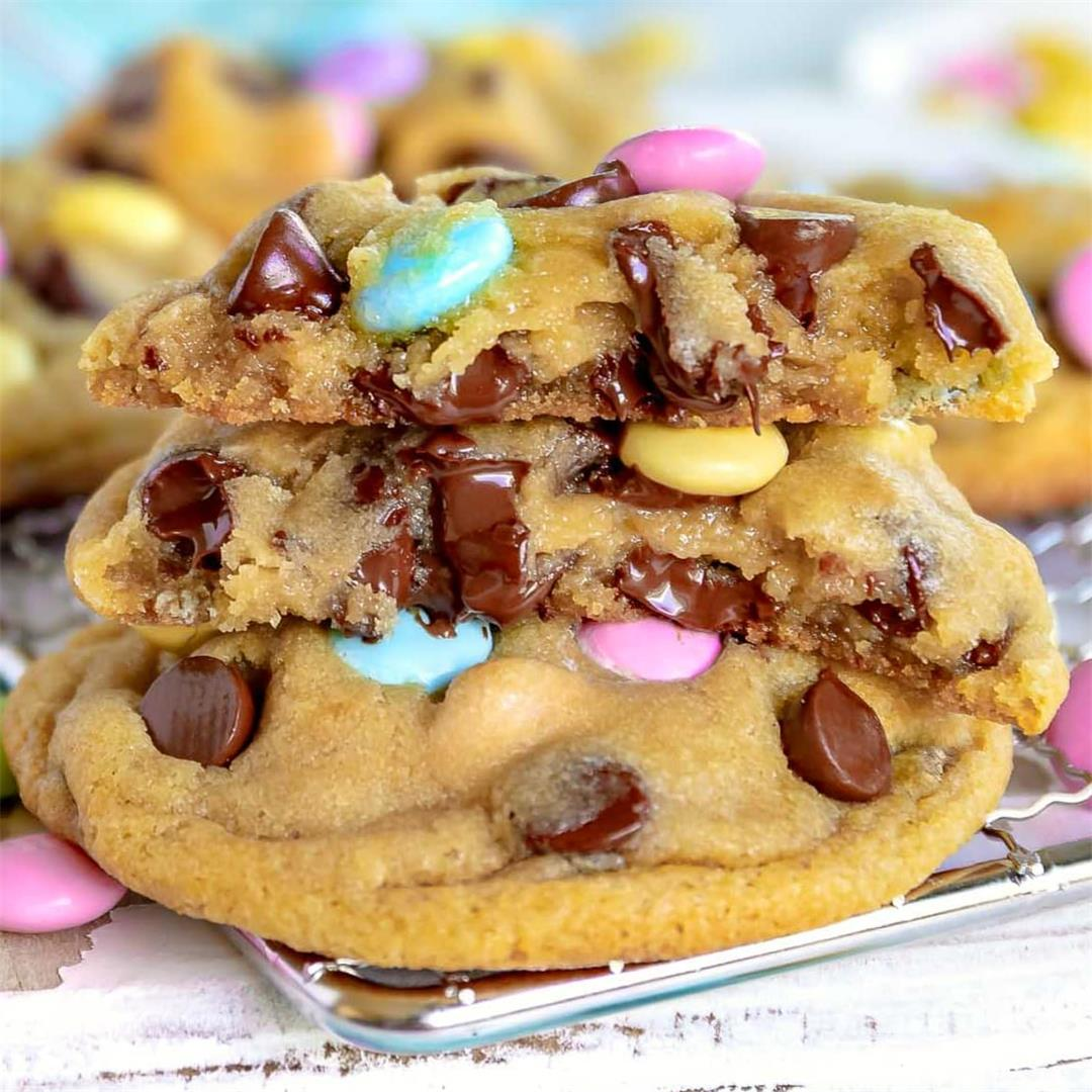 The BEST Easter Chocolate Chip Cookies