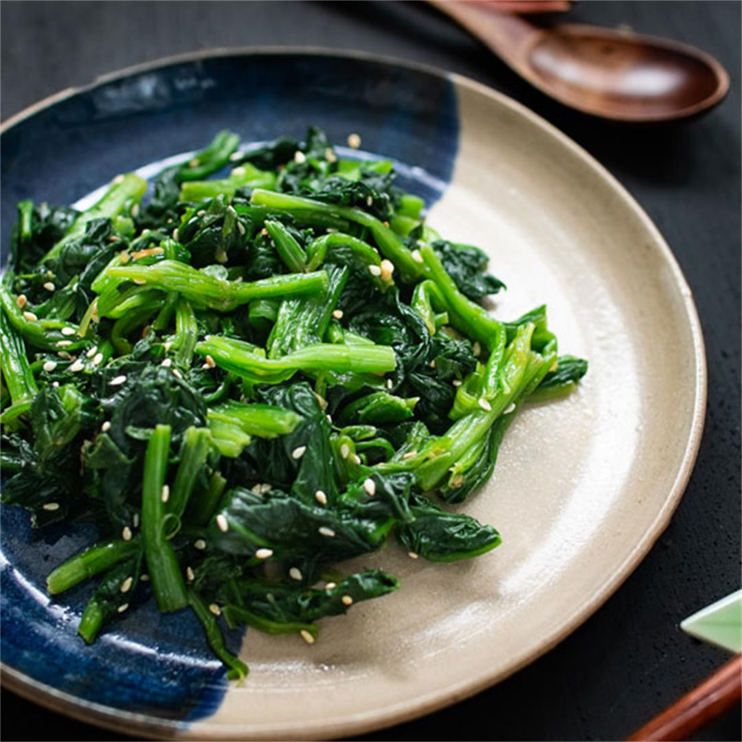 Korean-style sesame spinach salad (sigeumchi namul)