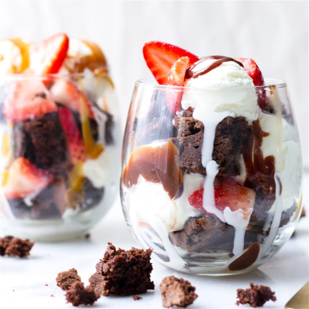 Super Easy Brownie Sundaes