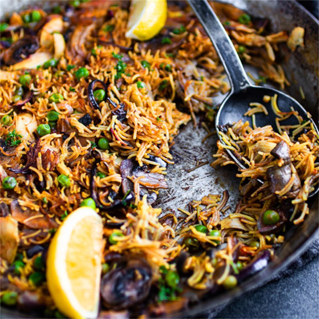 Vegan fideuà (Spanish noodle paella)