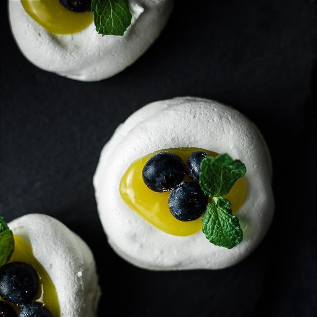 Mini Pavlova Recipe with Lemon and Blueberries