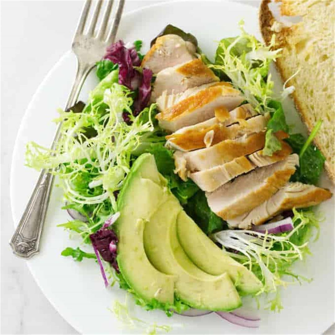 Green Salad with Avocado and Chicken