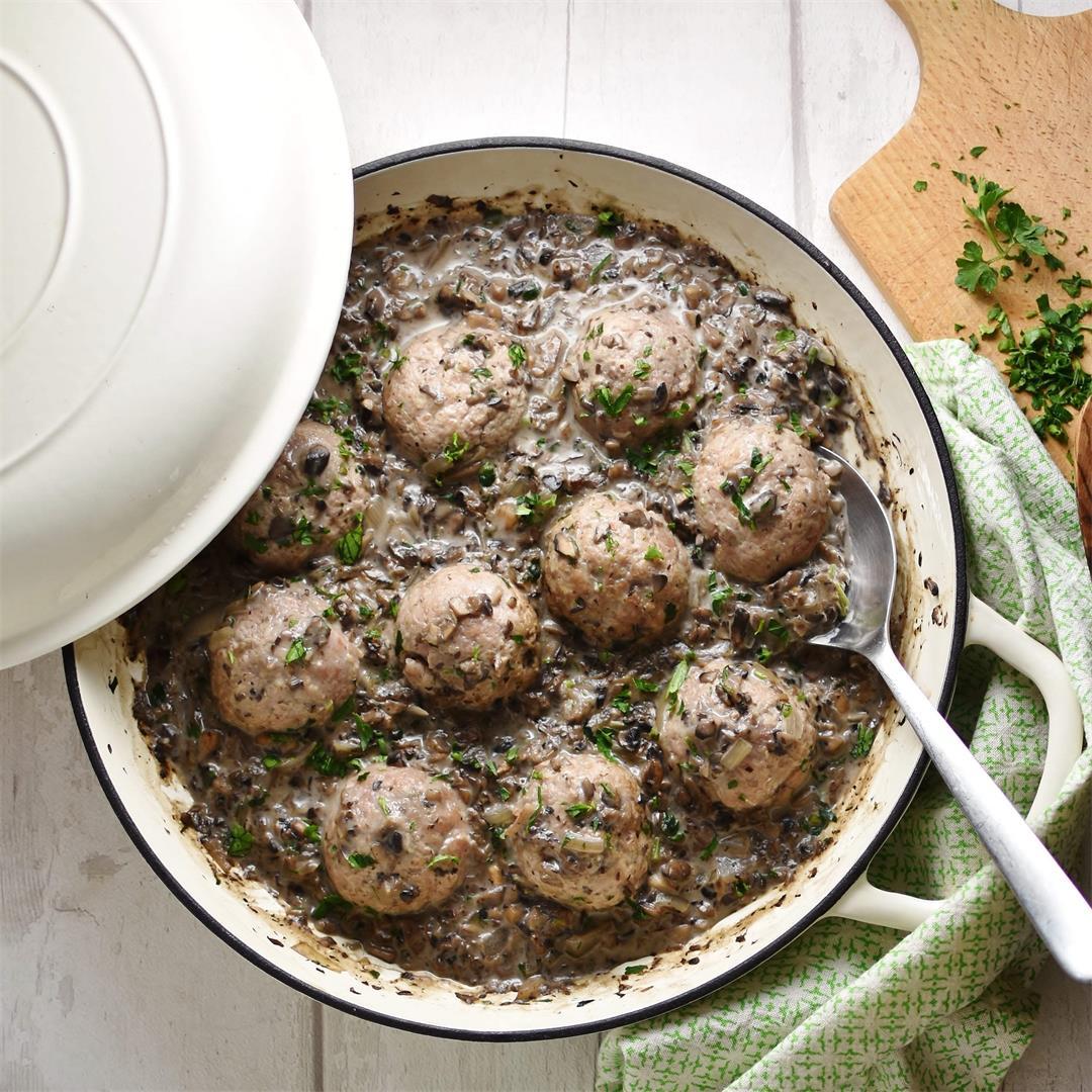 Healthy Meatballs in Mushroom Sauce (Turkey)
