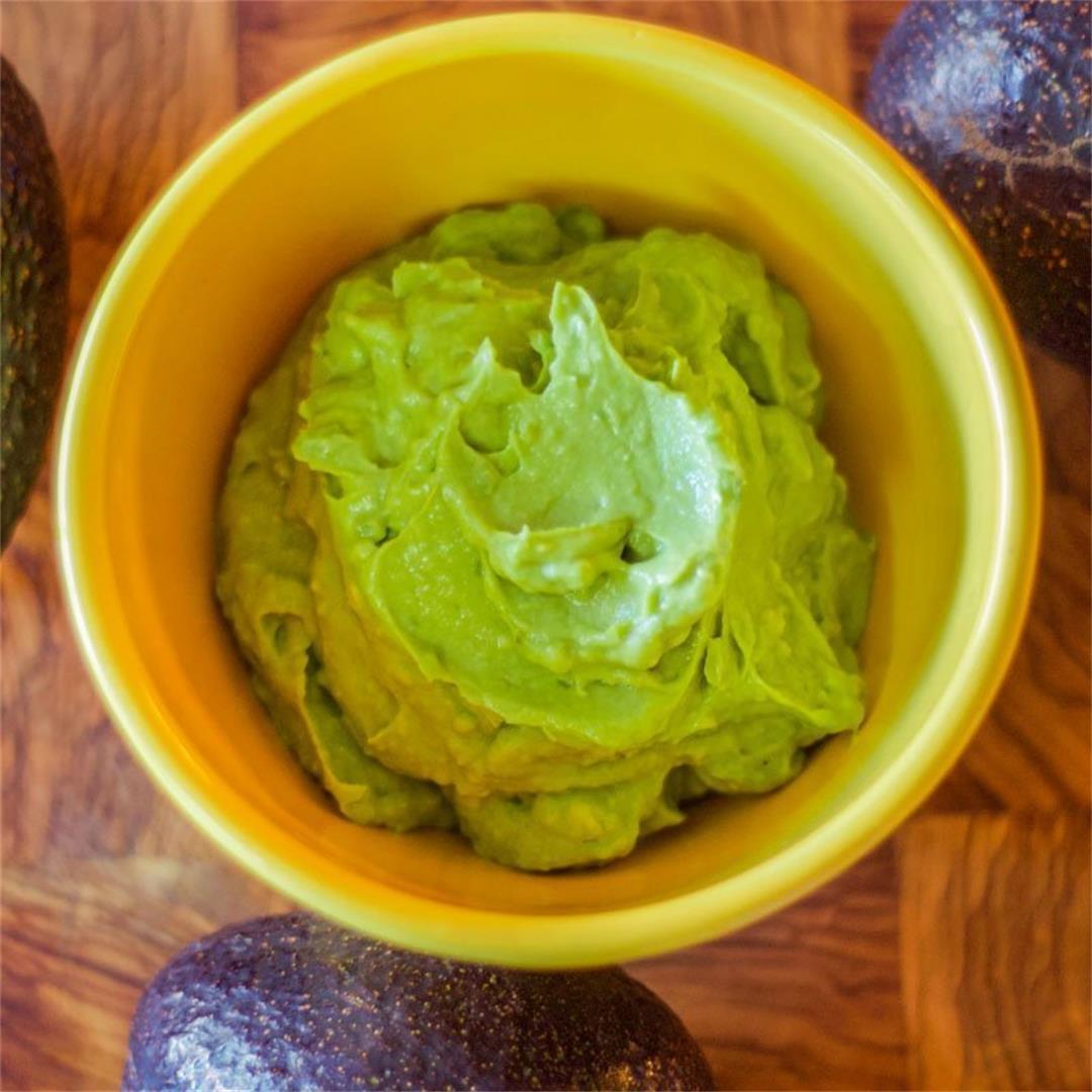 Creamy Guacamole Recipe (Mexican Recipe)
