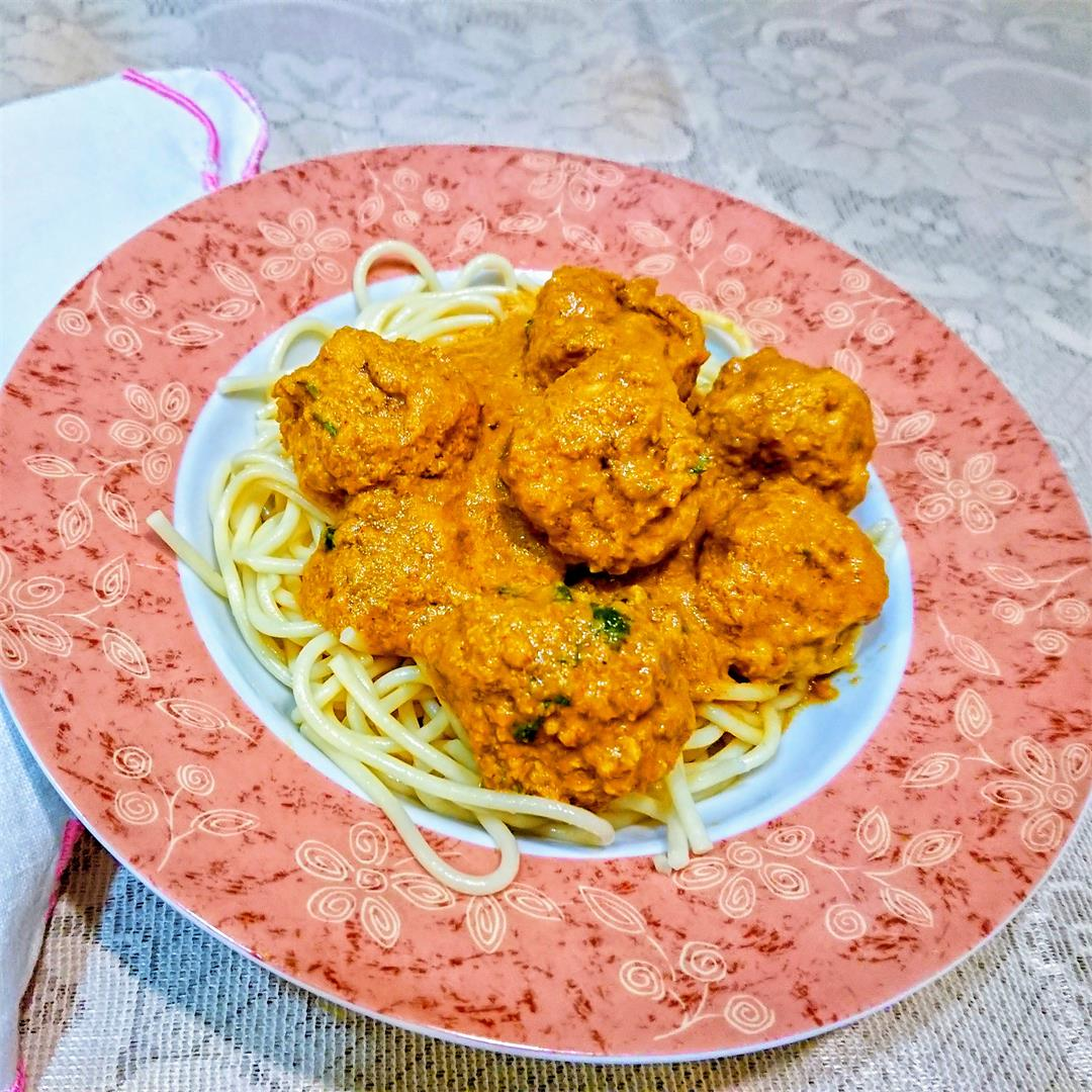 Chicken meatballs in curry