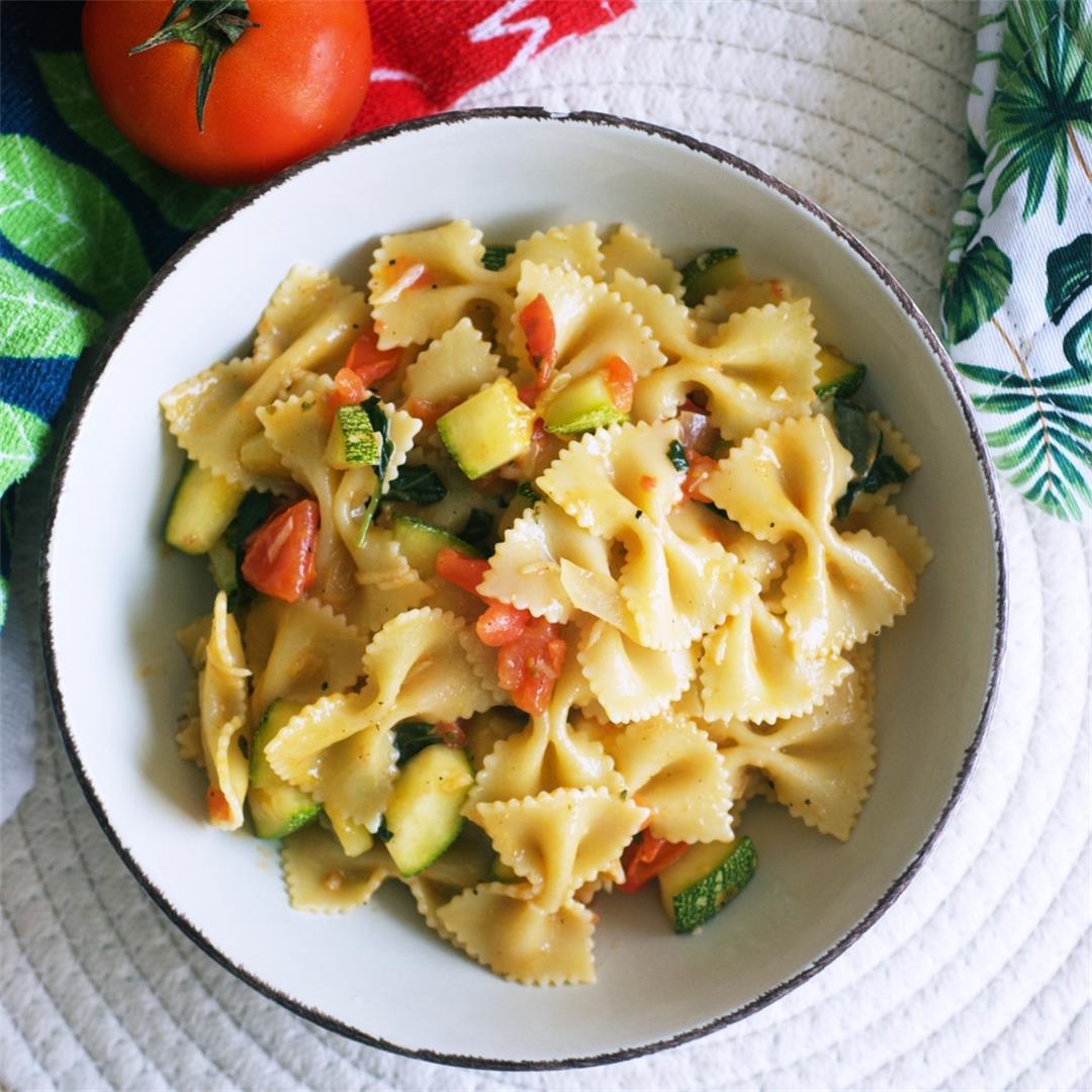 15-minute Zucchini And Tomato Pasta