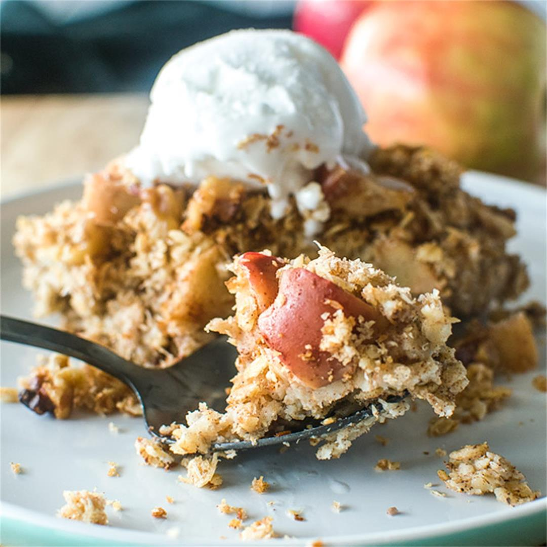 Apple Crumble Baked Oats (Vegan)