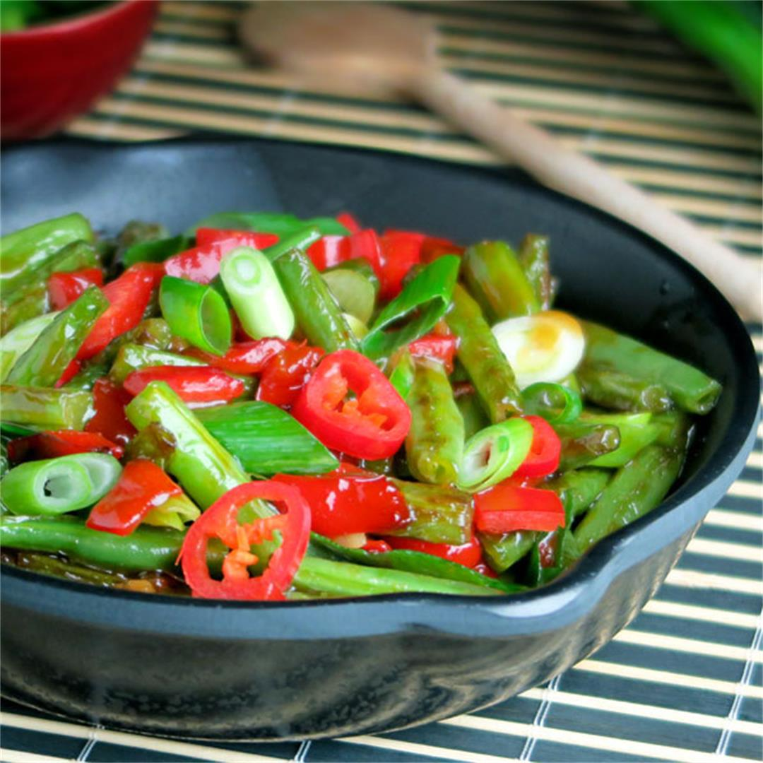 Green bean and red pepper stir-fry with a delicious sauce