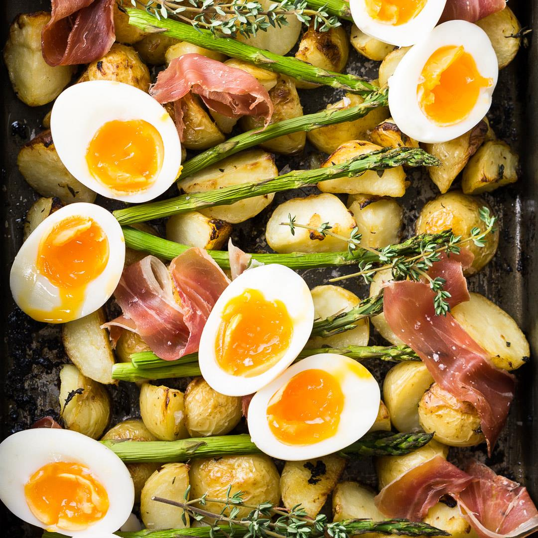 Breakfast Potatoes with Asparagus and Egg