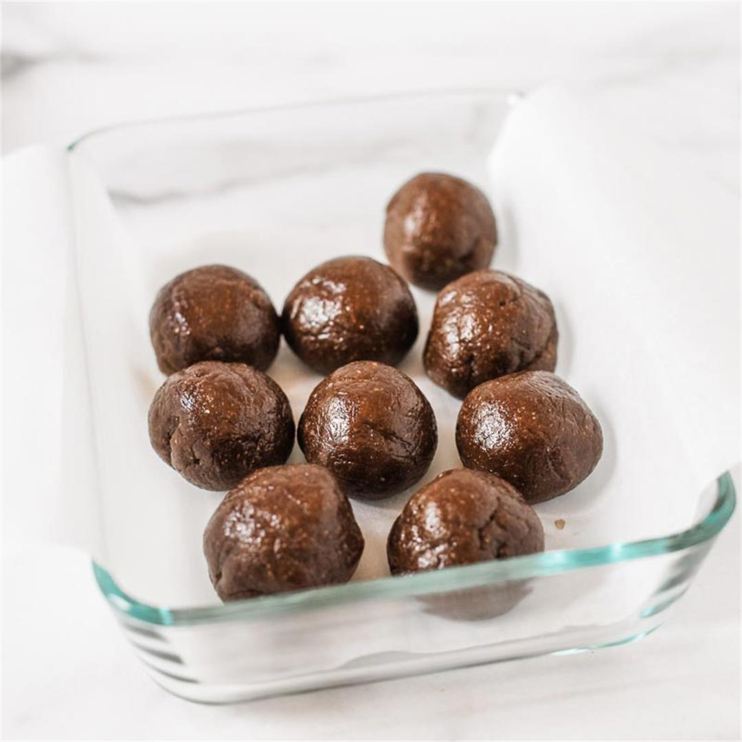 Fudgy Brownie Protein Bites (Paleo)