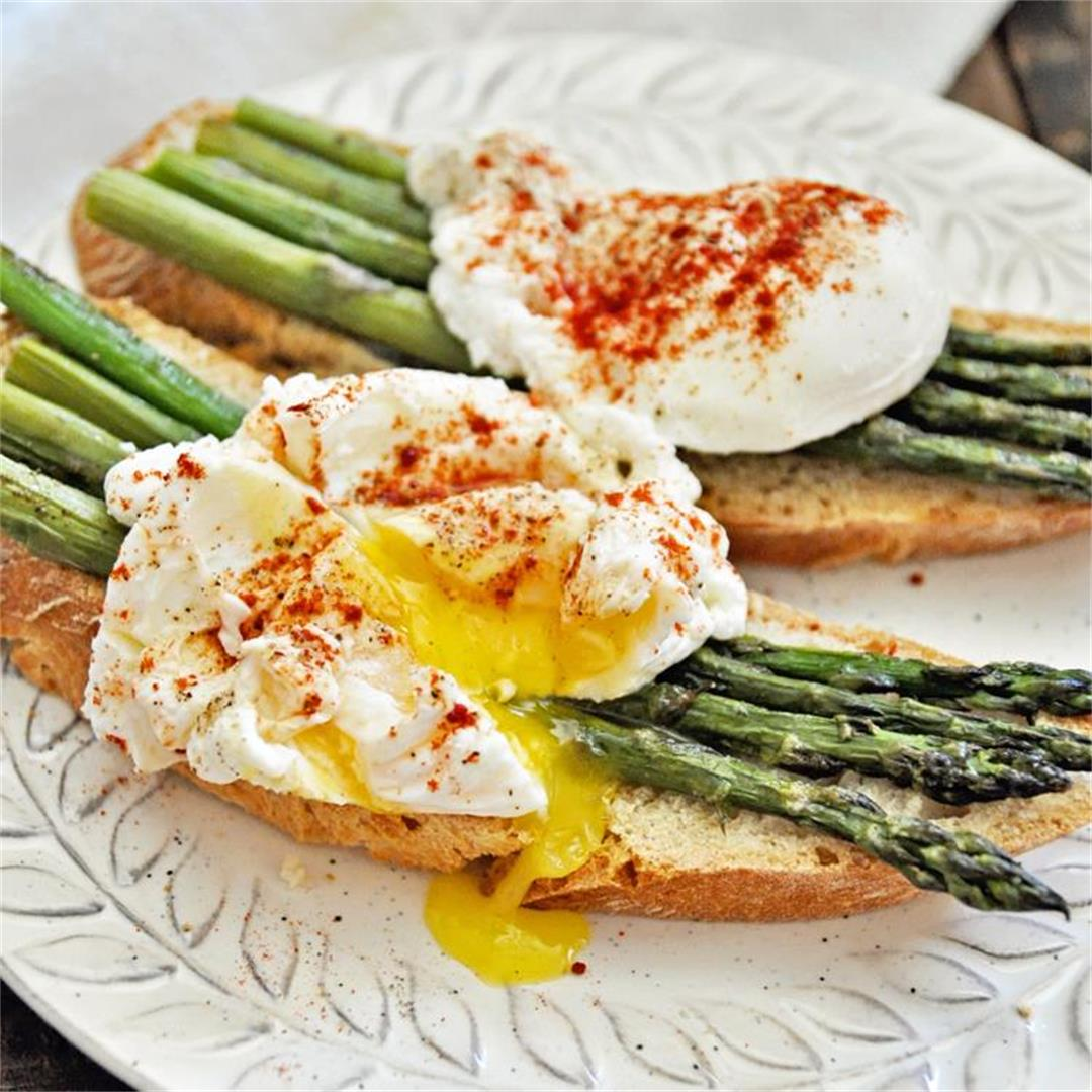 Spanish Asparagus with Poached Eggs Recipe