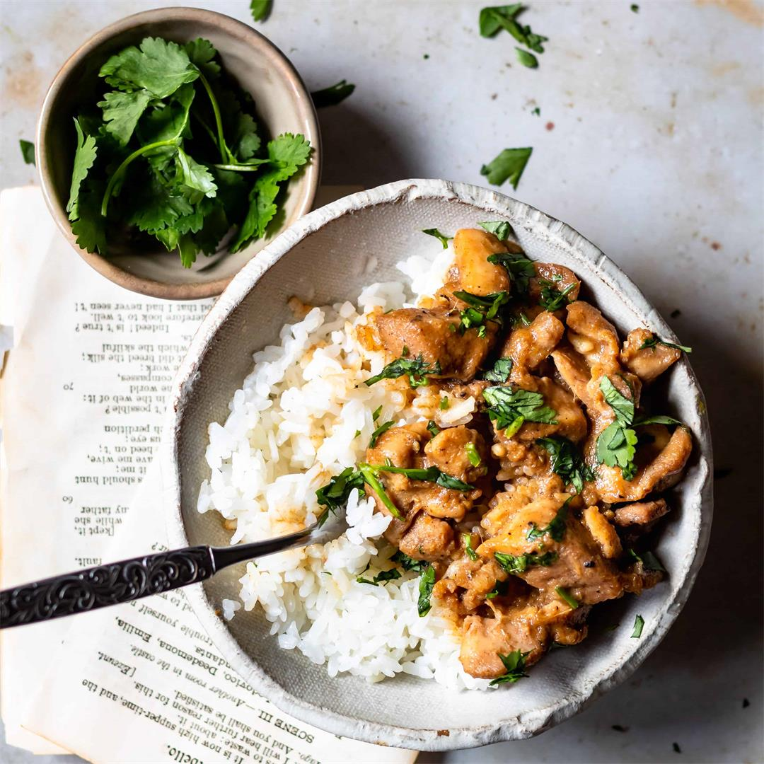 An Easy and Quick Burmese Chicken Curry