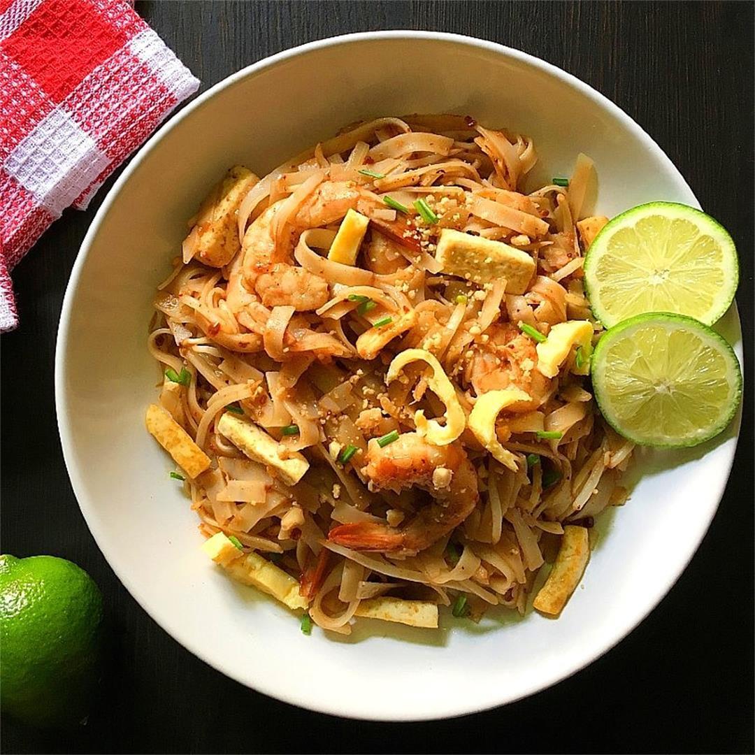 Easy Pad Thai Authentic Chiken and Shrimp Recipe