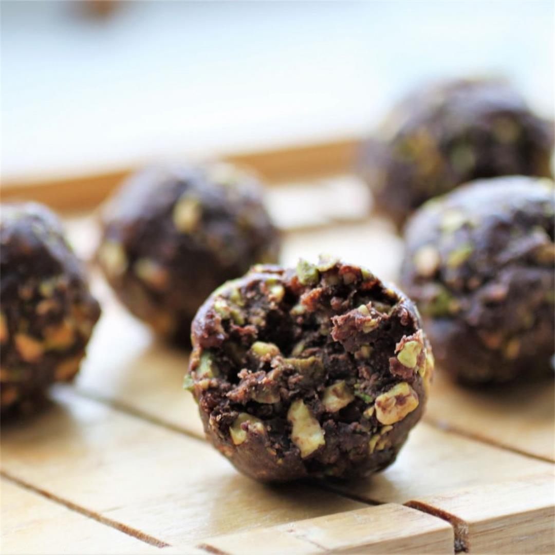 Chocolate Pistachio Energy Balls Recipe