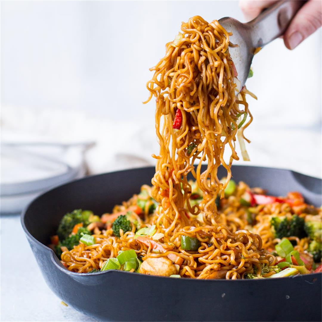 Easy 20 Minute Vegetarian Lo Mein