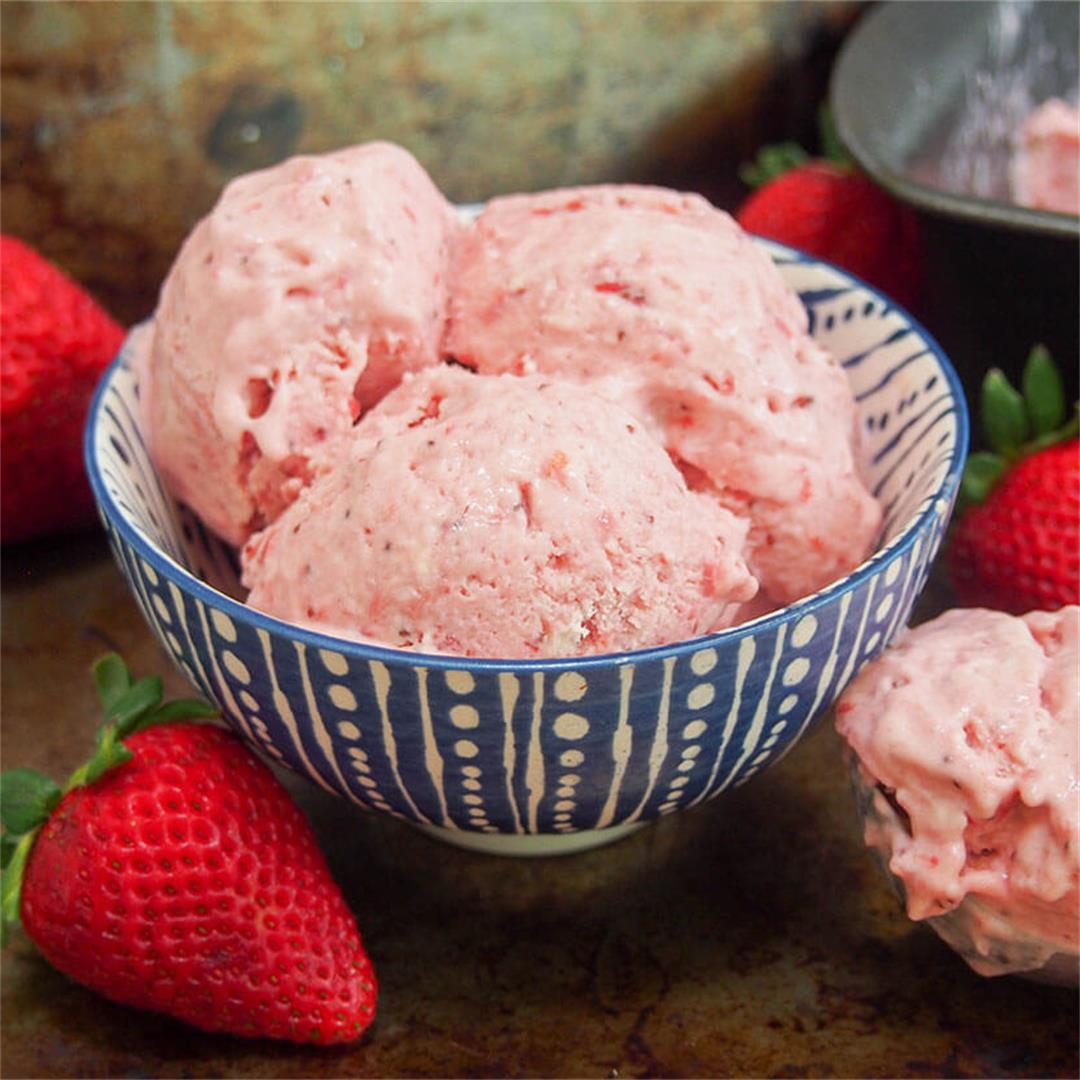 No churn roasted strawberry ice cream
