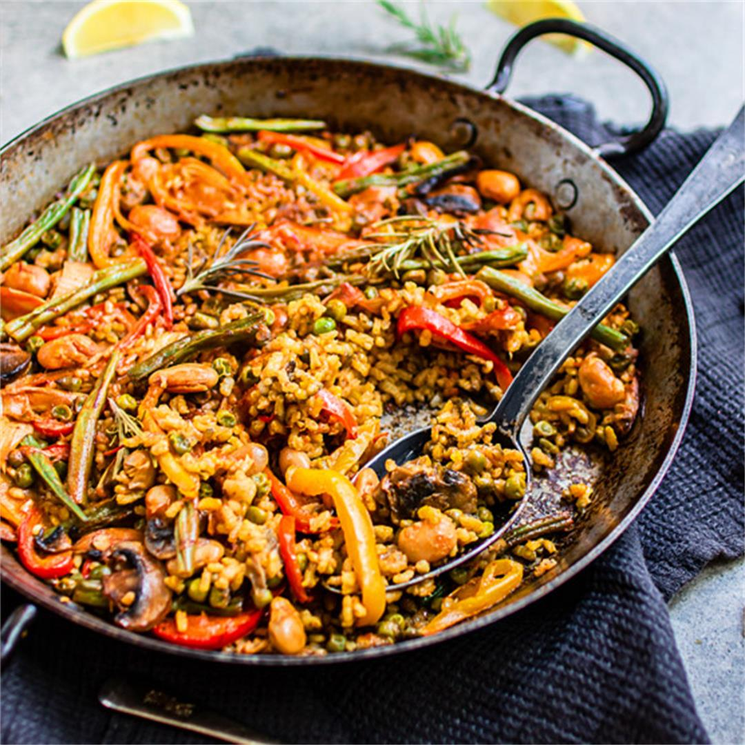 Authentic Spanish vegetable paella