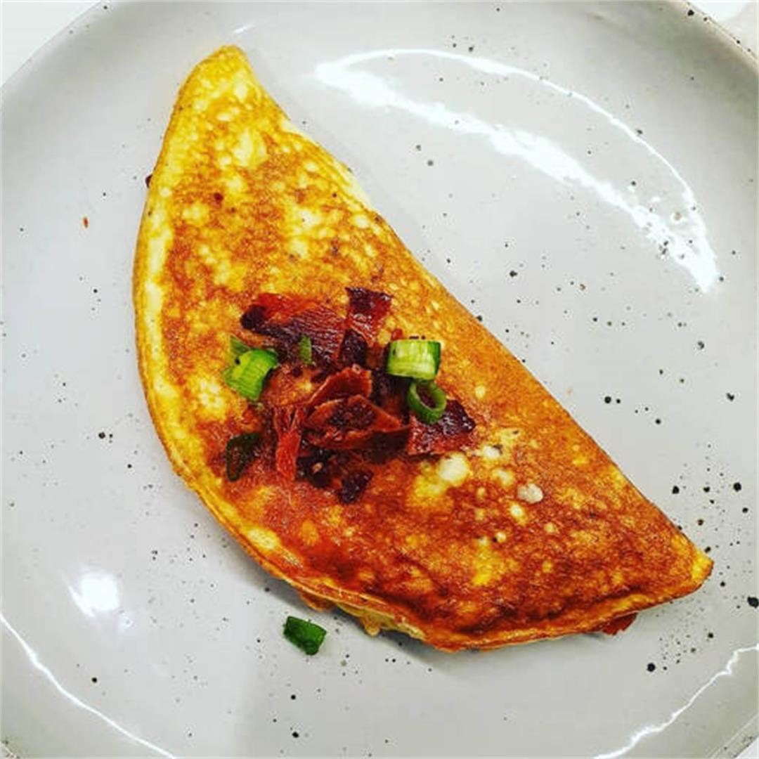 Keto Smoked Cheddar and Bacon Omelette