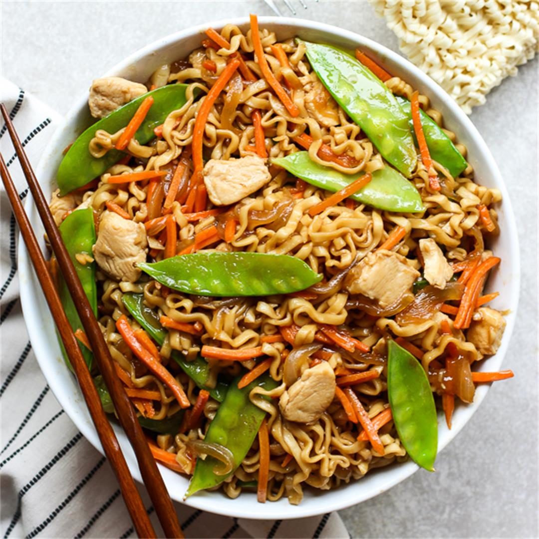 Ramen Noodle Stir Fry (Super Easy!)
