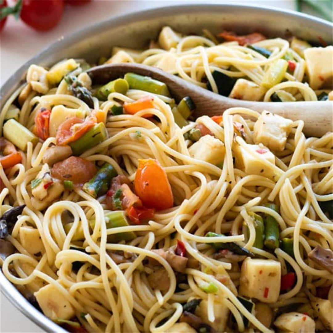 20-minute Pasta Primavera with Halloumi [Vegetarian]