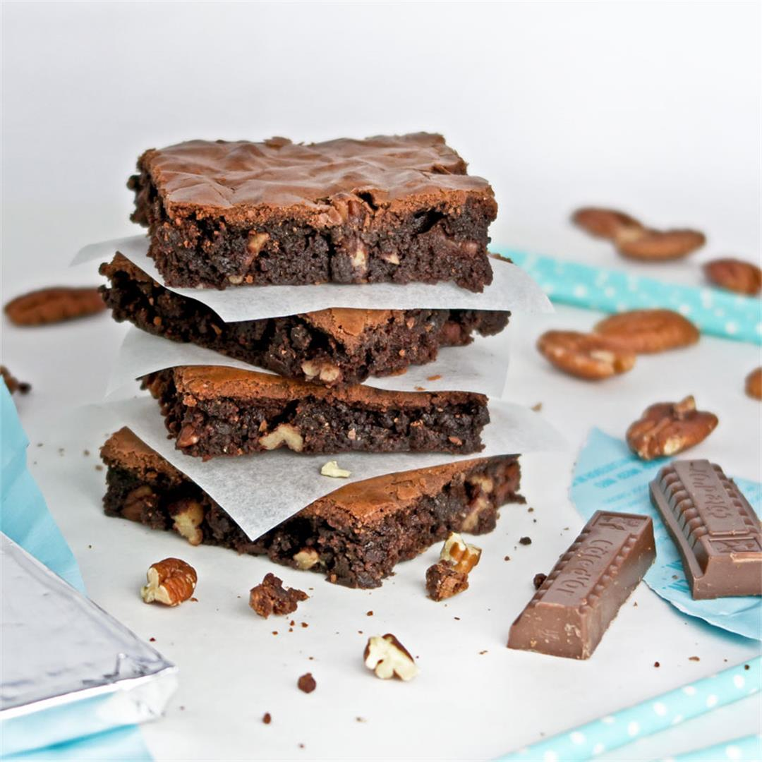 Milk chocolate brownies with pecans: fudgy, chewy, creamy!