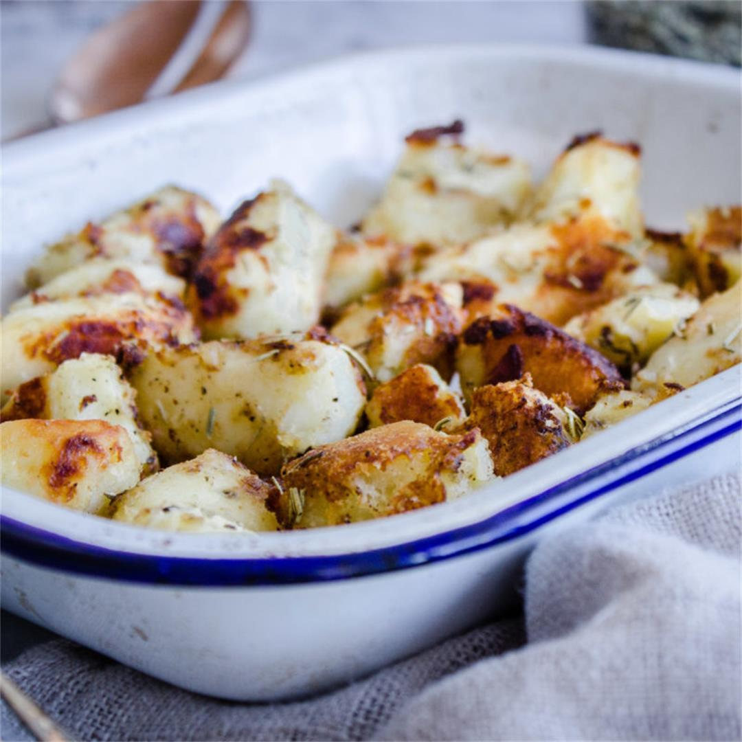 Crispy Rosemary Roast Potatoes (vegan & gf)