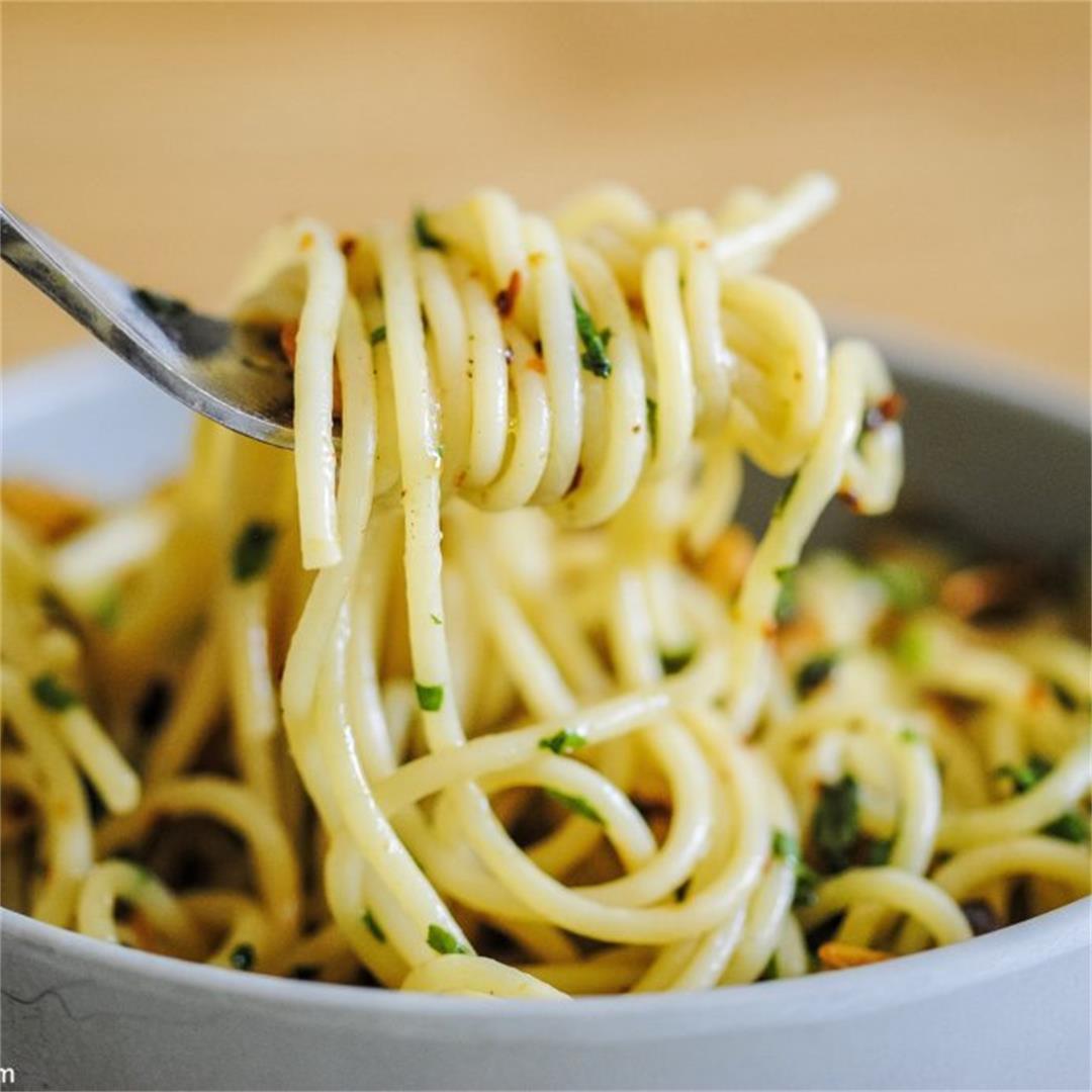 Simple Garlic Basil Pasta