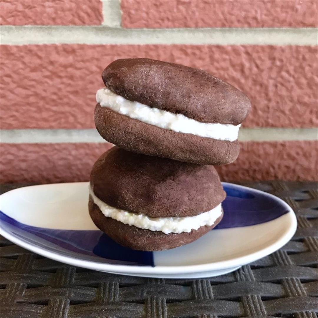 4 Ingredient Healthy Vegan Oreos (No Refined Sugar/Oil)