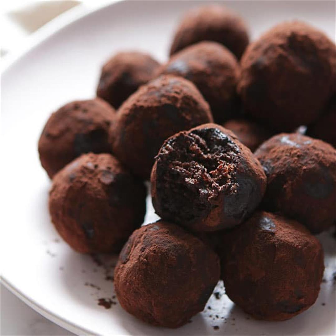 Vegan Chocolate Peanut Butter Energy Balls • Happy Kitchen